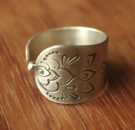 Bague unique en argent massif 950 réalisée par Adeline Beaujon, créatrice de bijoux uniques, artisanaux et contemporains.