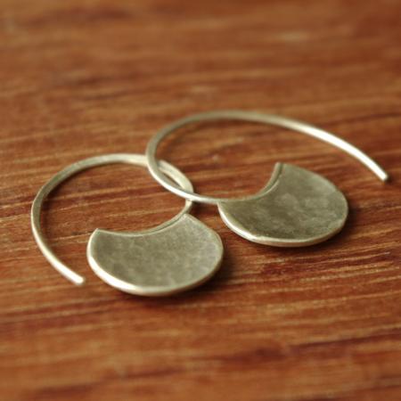 Boucles d'oreilles uniques en argent martelé